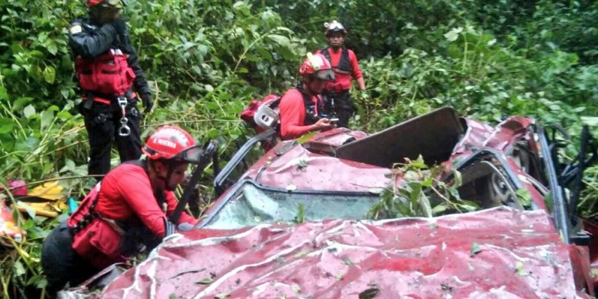 Vehículo cayó 400 metros en un barranco en la vía Calacalí - Río Blanco
