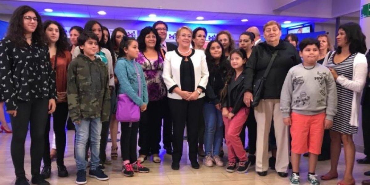 Entérese cómo cobrarlo ya: Presidenta Bachelet entregó el Bono Marzo
