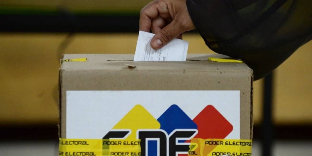 Gobierno y oposición firman acuerdo y postergan fecha de elecciones en Venezuela