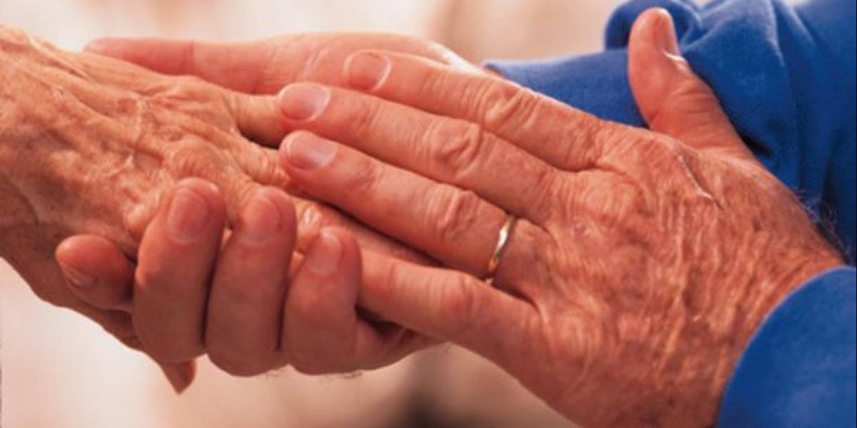 """""""Tenía miedo de olvidarme"""": emoción de abuelito con Alzheimer tras acordarse cumpleaños de su esposa"""