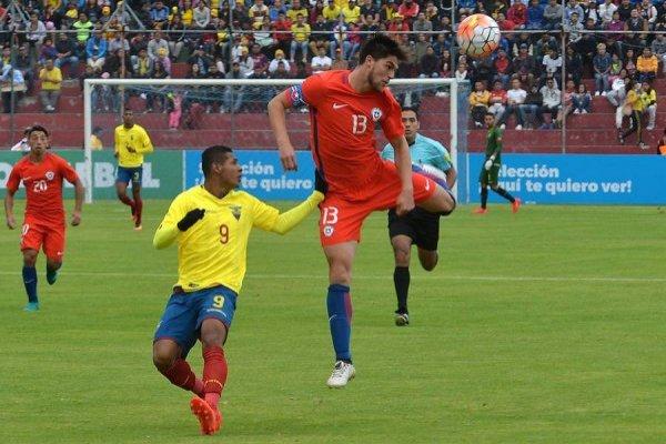 Francisco Sierralta, capitán de la Roja Sub 20 que participó en el Sudamericano Ecuador 2017, es uno de los jóvenes que Reinaldo Rueda pretende proyectar en la selección adulta / Foto: Photosport