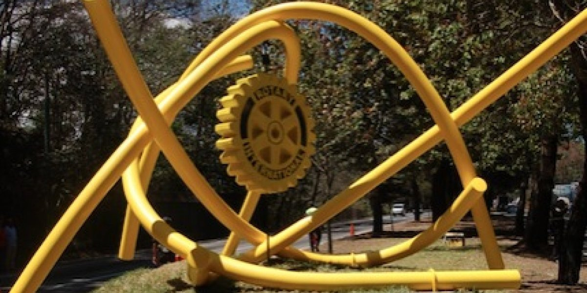 Nueva escultura del guatemalteco Pepo Toledo adorna la carretera a San Lucas