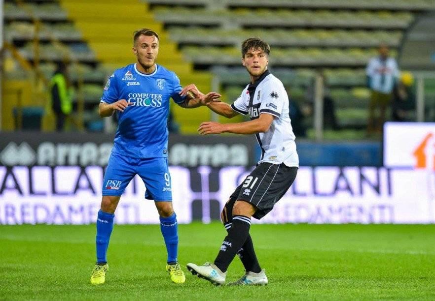 Desde mediados de 2017 Sierralta se encuentra a préstamo en el Parma, donde ha sumado escasos minutos en cancha / @1913parmacalcio