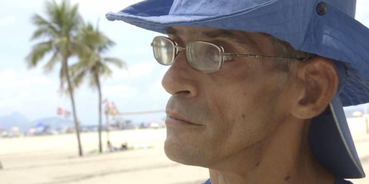 """Bacharel em Direito com paralisia cerebral vende água na praia em busca de sonho: """"Me sentia humilhado; hoje, tenho orgulho"""""""