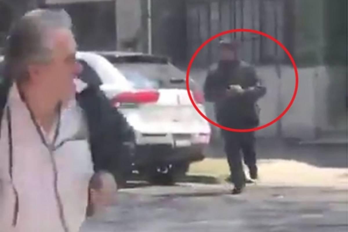 Cuentahabiente corre y se salva de asalto y de un disparo