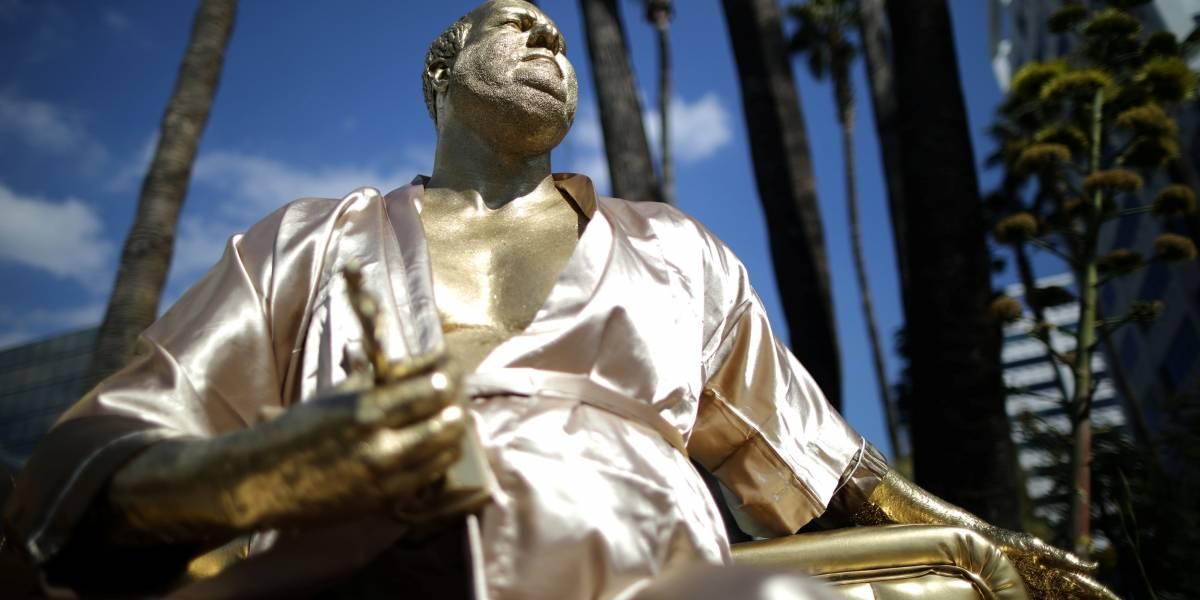 Contra o assédio em Hollywood, artistas fazem estátua de Harvey Weinstein antes do Oscar