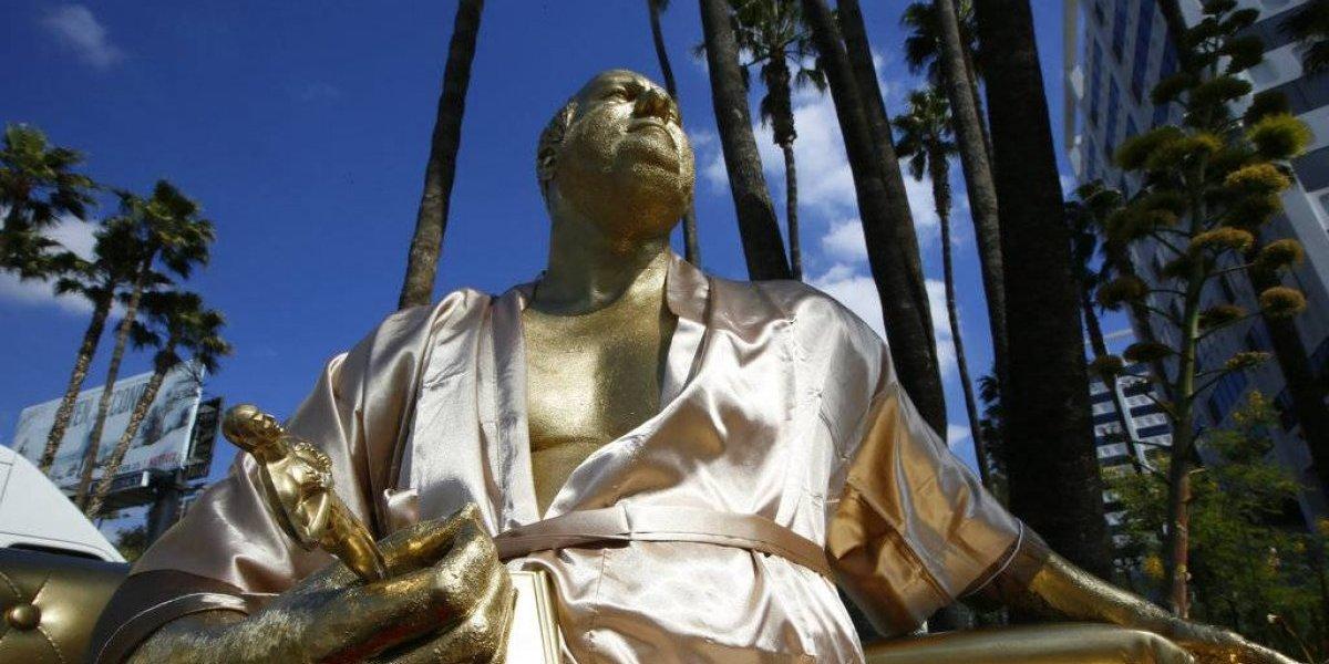 #MeToo: Instalan provocadora estatua en contra de Harvey Weinstein a metros de la sede de los Oscar