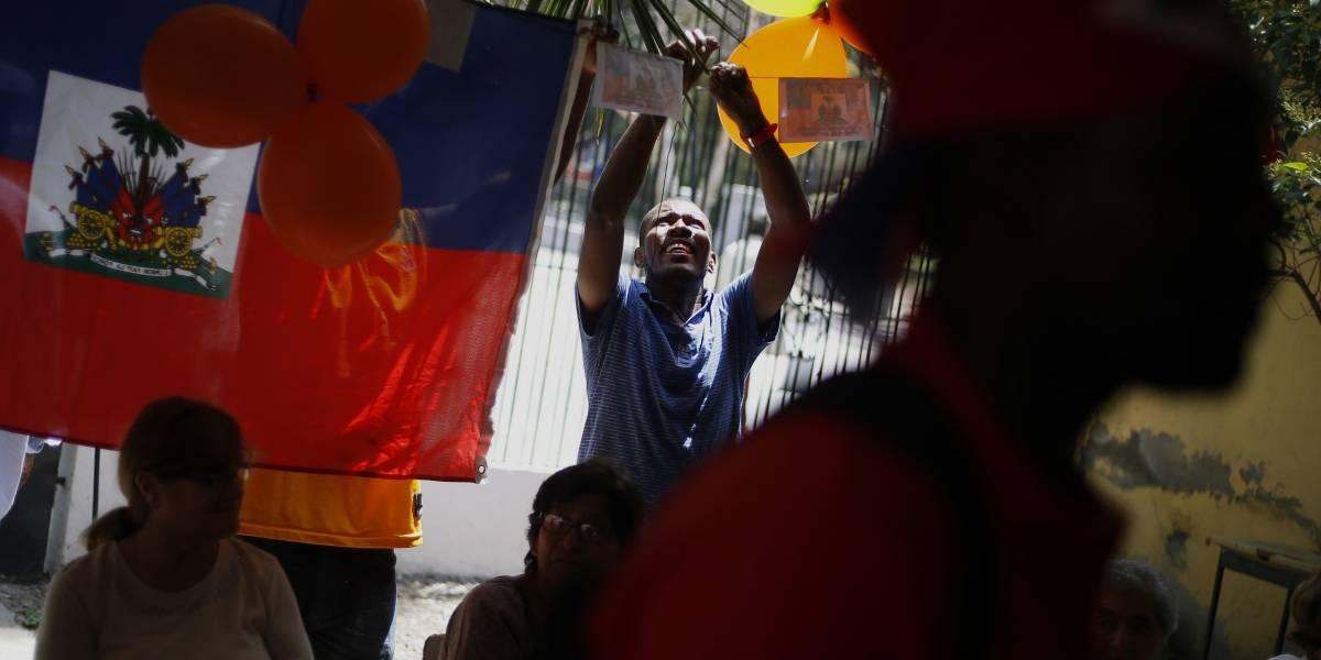 """El aplaudido análisis tuitero sobre llegada de haitianos a Chile y """"para desmentir algunos mitos sobre el fenómeno migratorio"""""""
