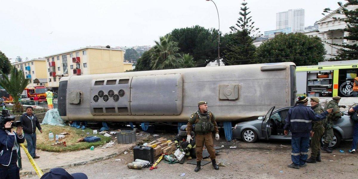 "Bus volcado en Valparaíso: ahora revelan que auxiliar les gritó a los pasajeros ""¡prepárense, vamos sin frenos!"""