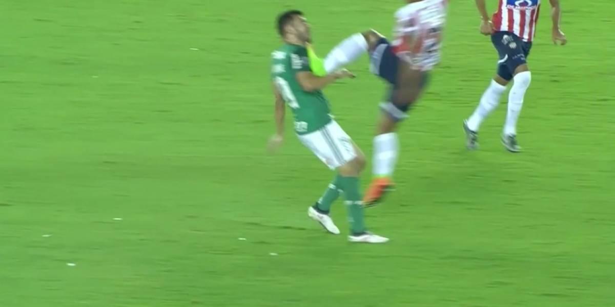 A lo de Jong: la criminal patada de defensa del Junior en la Copa Libertadores
