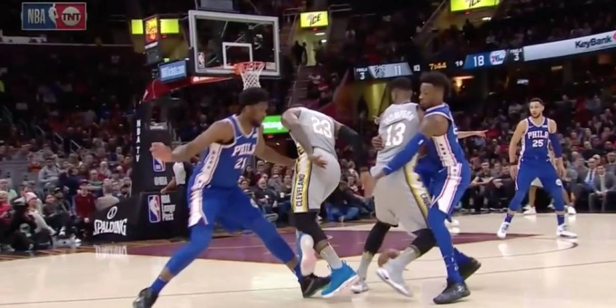 """¿La jugada del año en la NBA? el increíble autopase de """"hoyito"""" de LeBron James"""
