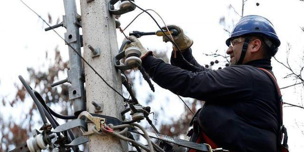Distribuidoras eléctricas pagarán retiro y reposición de empalme y medidor en caso de fuerza mayor
