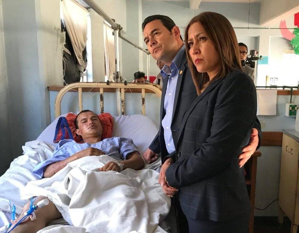 Jimmy Morales en el hospital Roosevelt