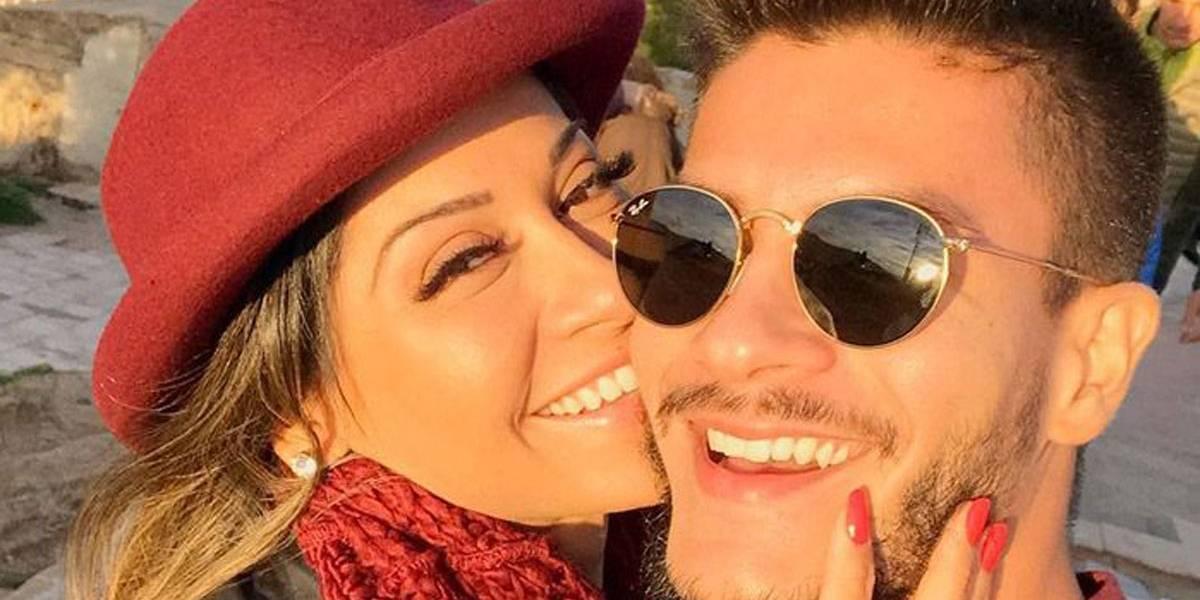Ao contrário da ficção, Arthur Aguiar garante fazer sexo todos os dias com Mayra Cardi