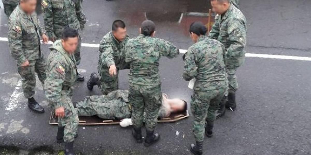 Dos militares resultan heridos tras accidente en revista de armas