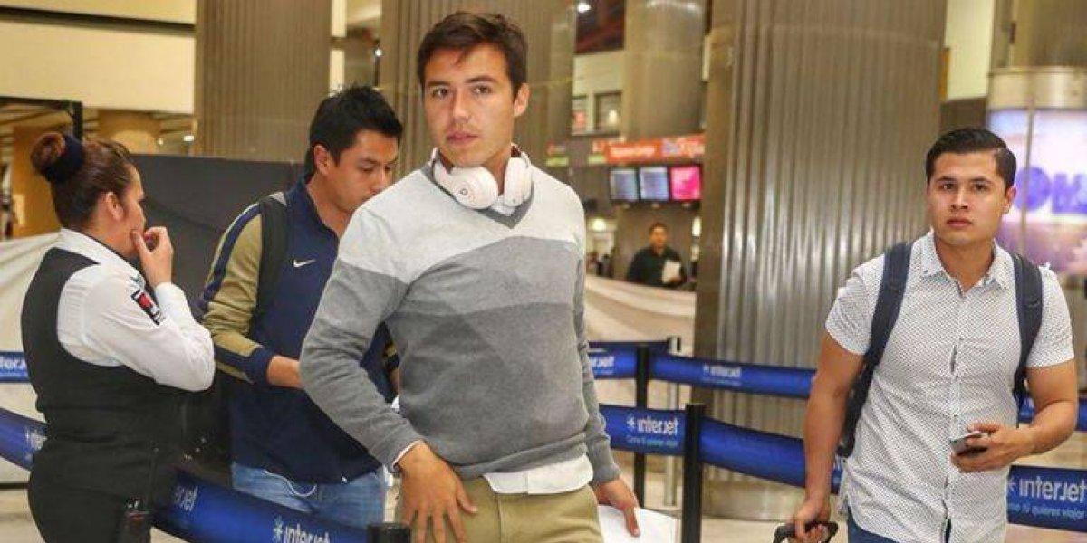 Jugador de Pumas llega tarde al aeropuerto