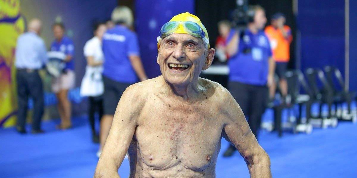 VIDEO: En Australia, nadador de 99 años bate récord