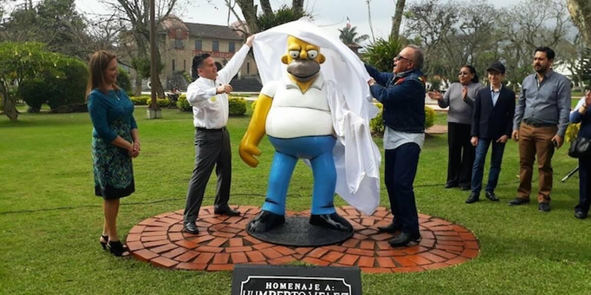 ¡Insólito! Inauguran en Orizaba la primera estatua a Homero Simpson