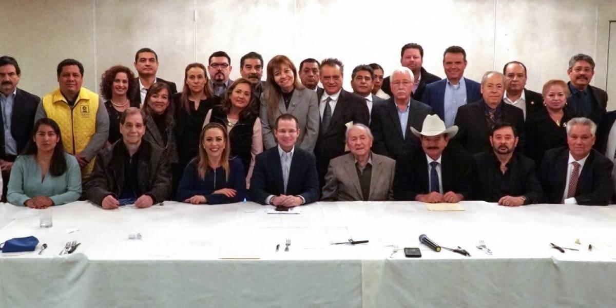 Dialoga Anaya con migrantes mexicanos en Los Ángeles, California