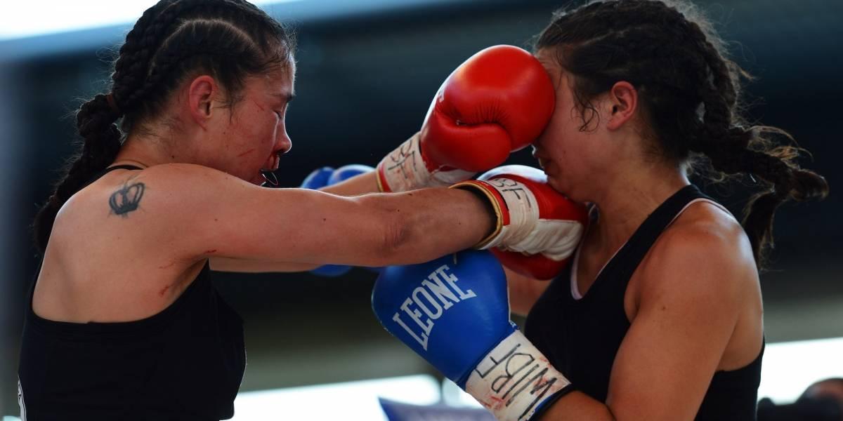 Boxeadora golpea a acosador en transporte público