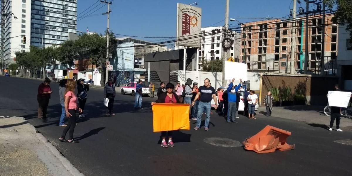 Vecinos vuelven a bloquear avenida San Antonio por falta de agua