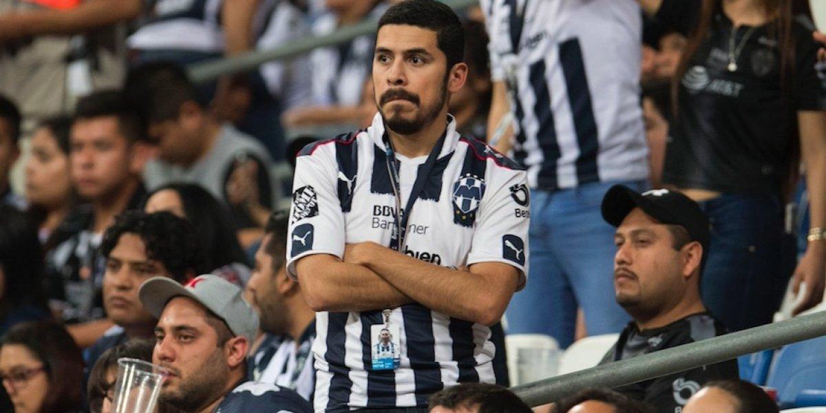 Aficionados Rayados agreden a reportero al finalizar el partido
