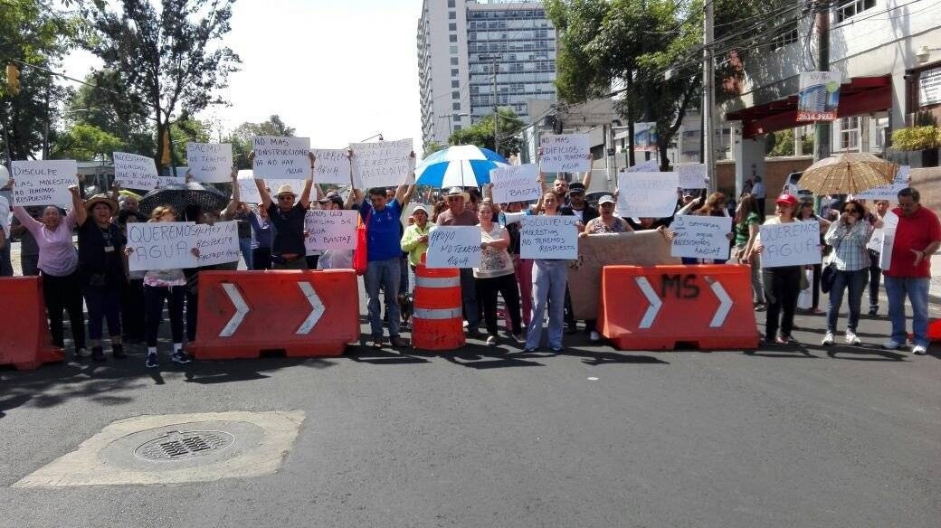 Los vecinos han gastado 200 mil pesos en contratar pipas para hacer frente a la falta de agua | Foto: @guirola_garcia Cortesía.