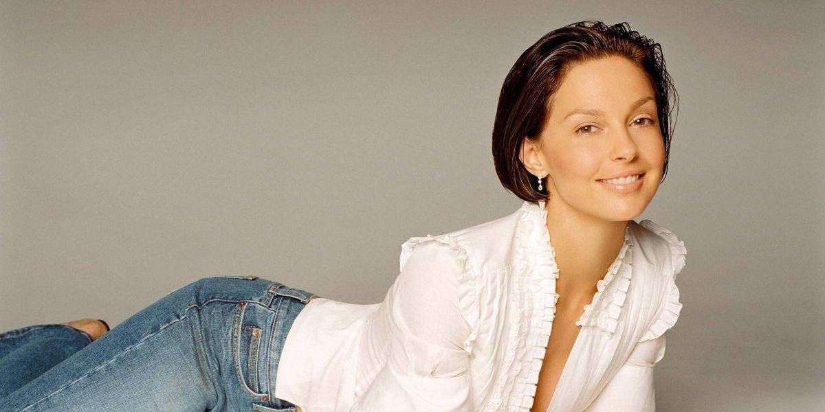 Luego de las críticas por su irreconocible rostro Ashley Judd deslumbra en los Oscar