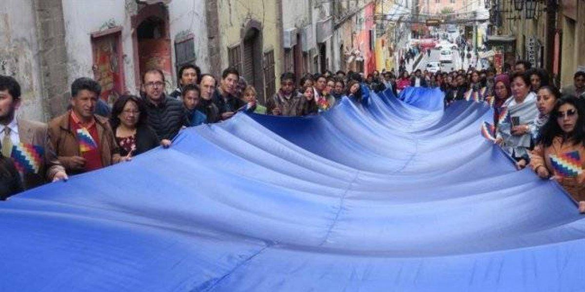 Bolivia confeccionará la bandera más larga para reclamar su derecho al mar