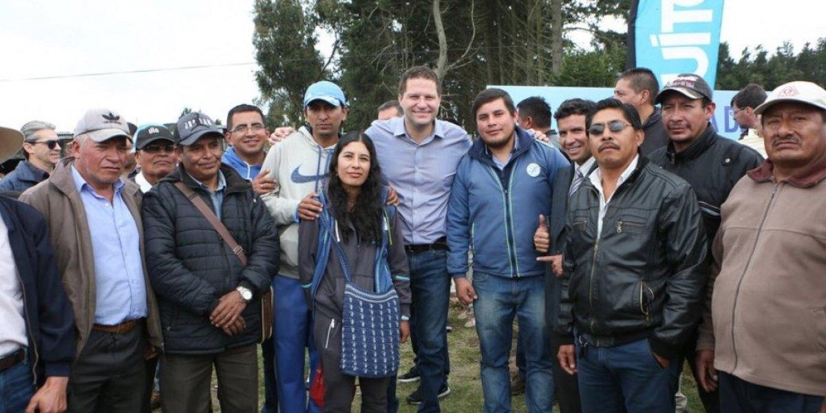 Alcalde Rodas inaugura servicio de agua potable para habitantes del noroccidente de Quito