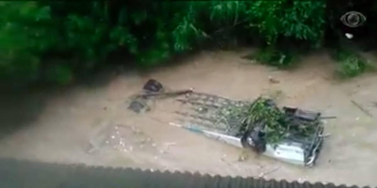 VÍDEO: Forte temporal provoca deslizamentos em Petrópolis; ônibus é arrastado