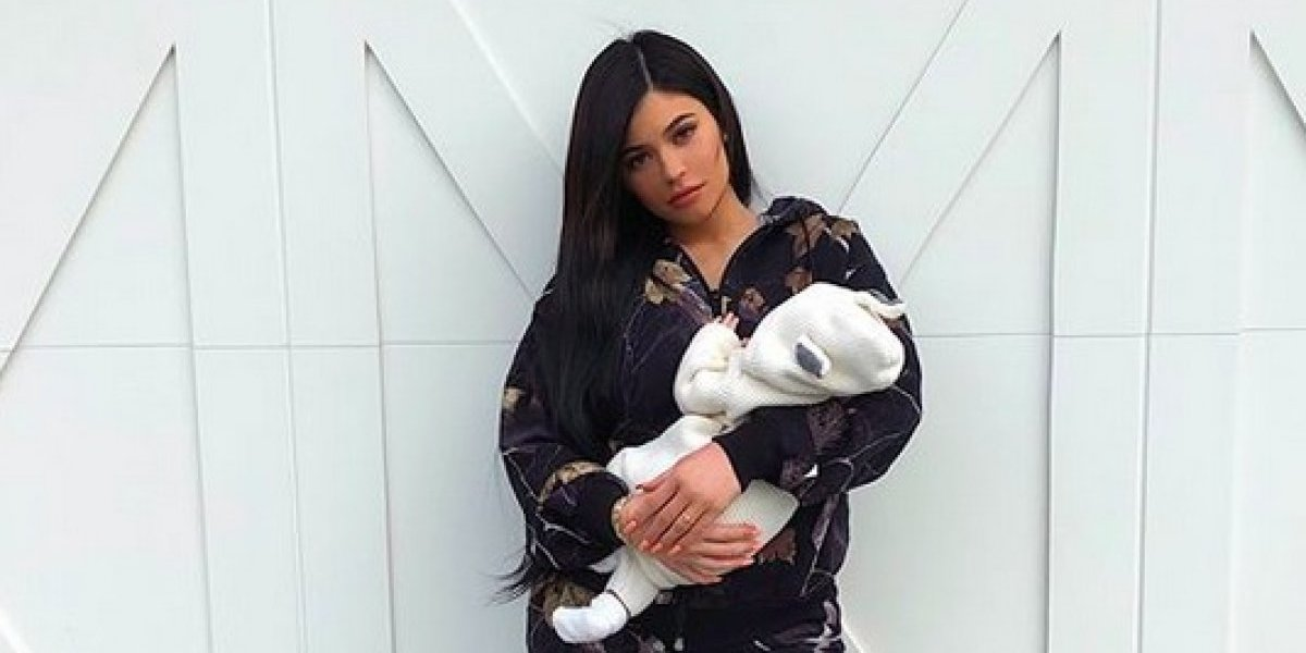 Kylie Jenner muestra el rostro de su bebé