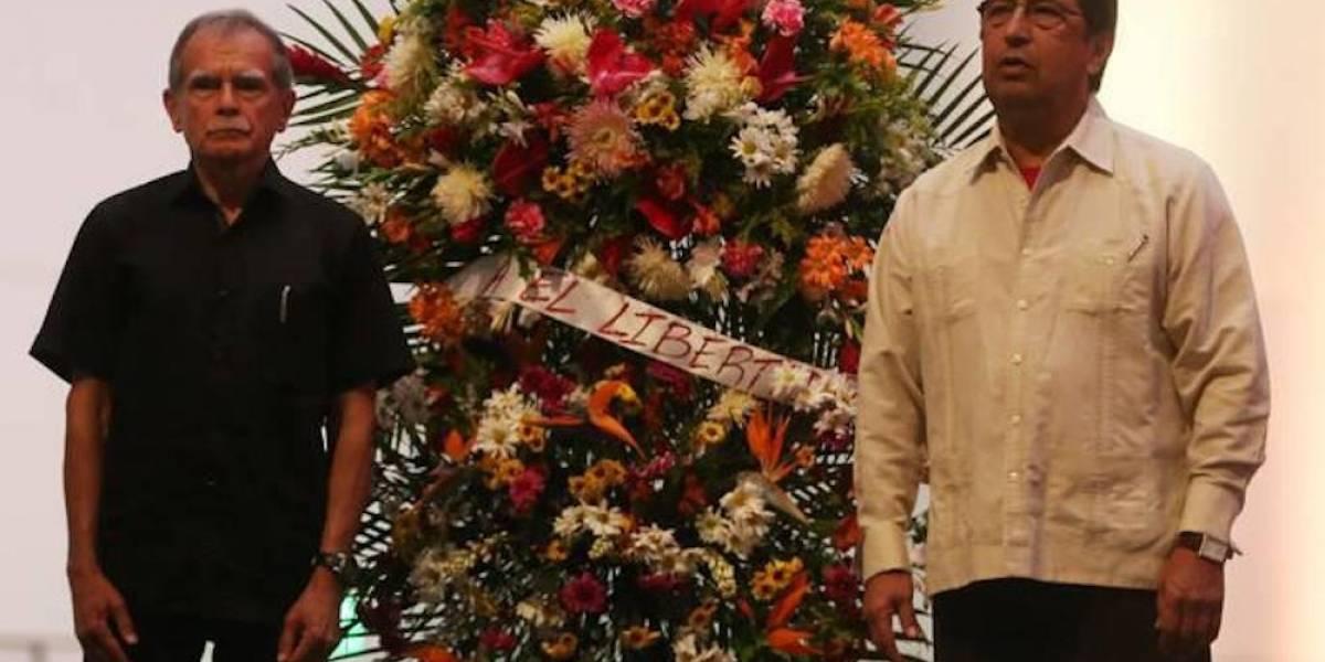 Oscar López rinde homenaje a Simón Bolívar en Venezuela