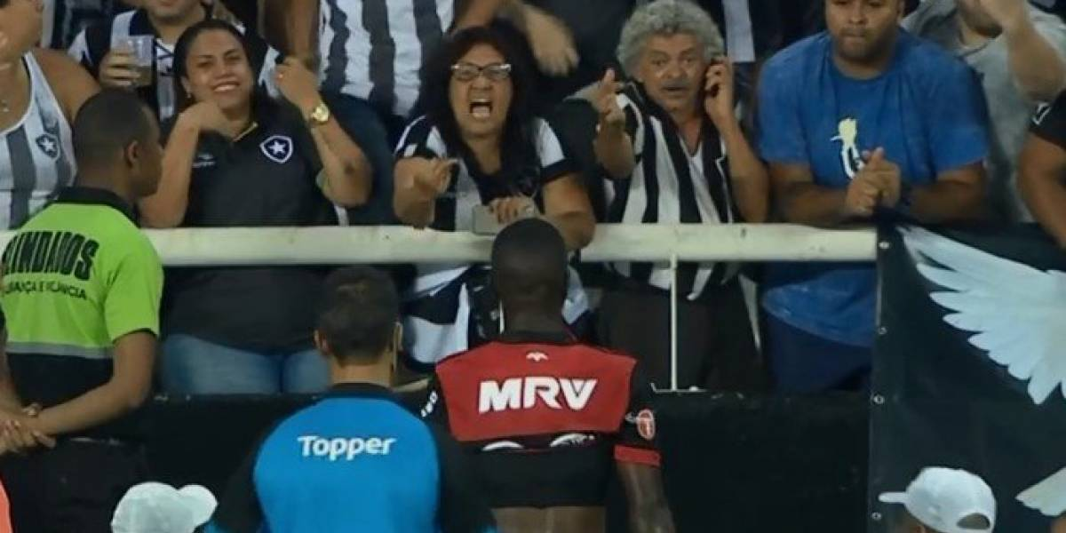 Torcedora xinga Vinícius Júnior com ofensa racista e é flagrada por TV