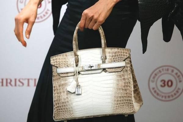 3c12f8701 Un coleccionista acaba de pagar US$380.000 por un bolso de segunda mano, un  raro modelo de la casa francesa Hermès: un Birkin Himalaya de 2014.