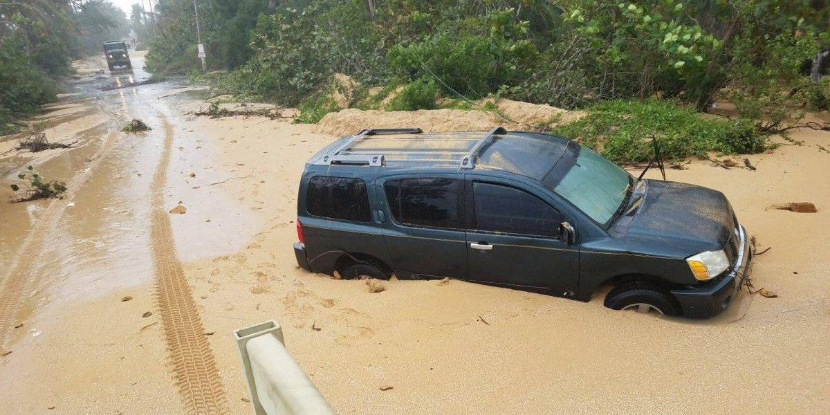 Familias pierden autos tras pasar cerca de marejadas en Piñones