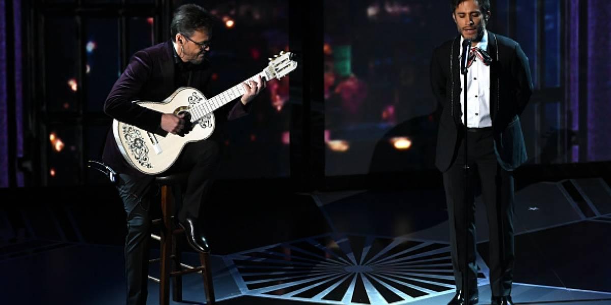 """Oscars 2018: Gael García Bernal cantó tema de """"Coco"""" y se burlan en redes"""