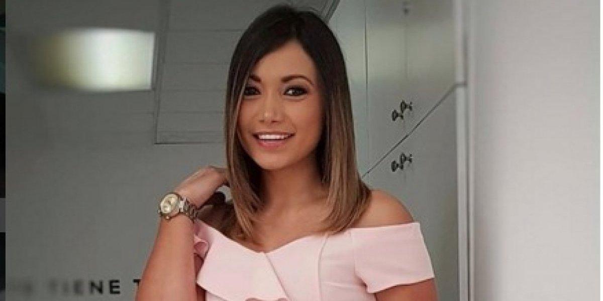 Gaby Asturias muestra su peinado para un video y se parece mucho a Jennifer López
