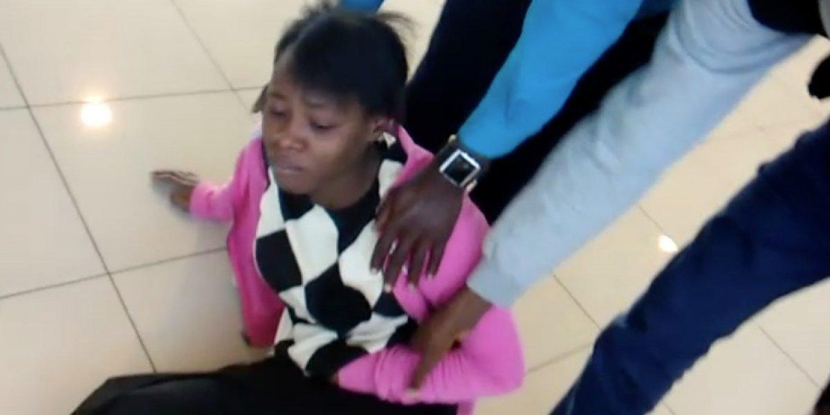 El drama de 62 haitianos con prohibición de entrar a Chile y que desde el viernes están durmiendo en el aeropuerto