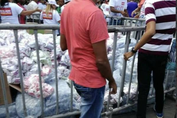 Supuesta entrega de mercados en campaña de Germán Vargas Lleras