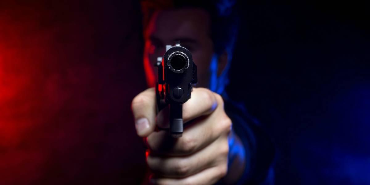 Organizó una fiesta, se puso un chaleco antibalas y le pidió a un amigo que le disparara: terminó muerto en el lugar