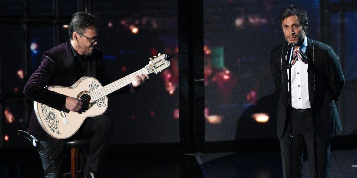Así cantó Gael García en los Premios Óscar 2018 ¡Usuarios se burlan!
