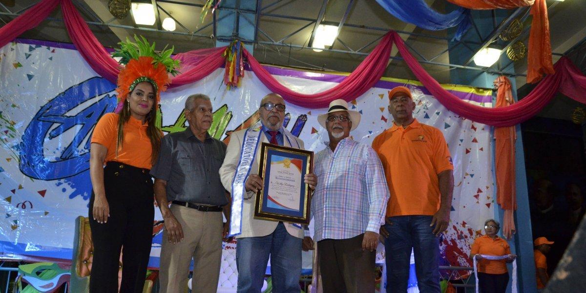 Coronan reyes del Carnaval Regional Banilejo