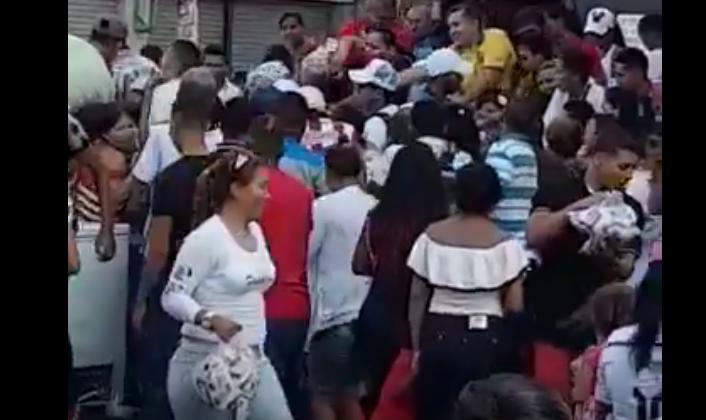 """Vargas Lleras culpa a Petro por """"montaje"""" de repartición de mercados"""