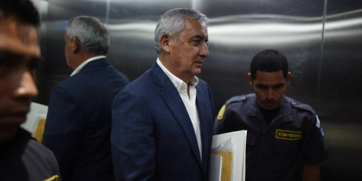 Expresidente Otto Pérez lleva dos semanas hospitalizado