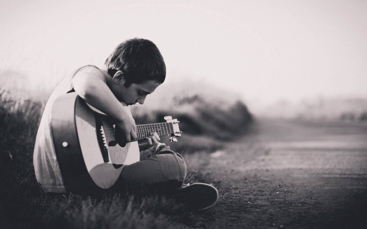 niños-que-aprenden-guitarra