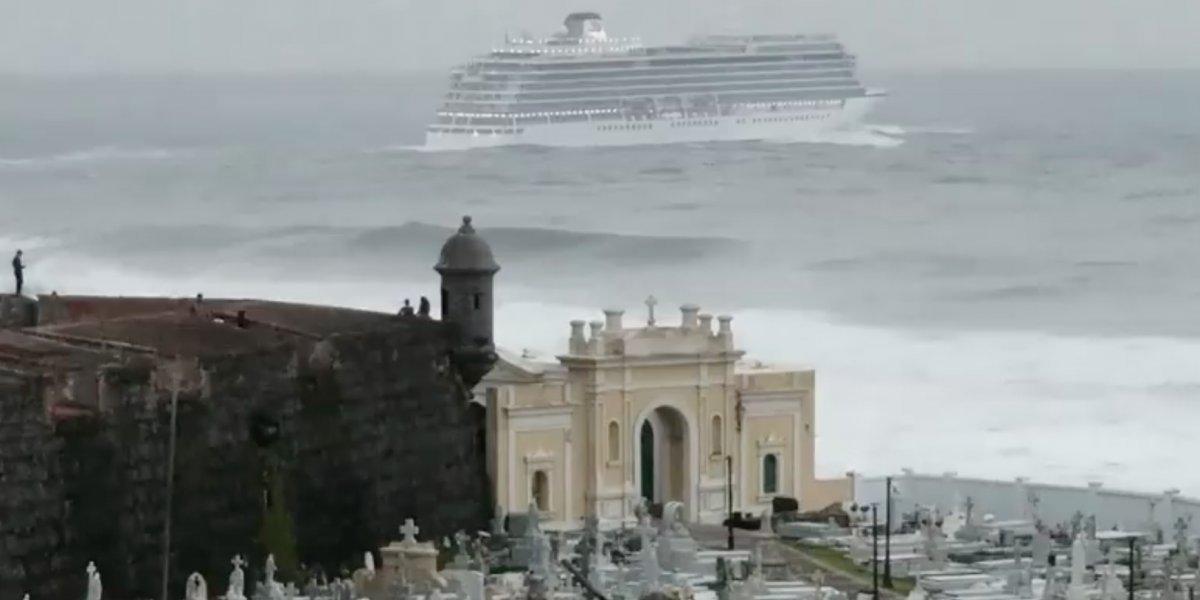 Crucero zarpa en medio de fuerte marejada