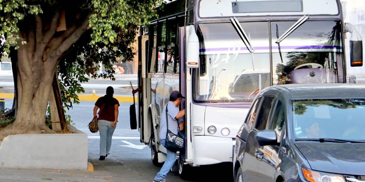 Retorna servicio de transporte público, aunque persiste la confrontación