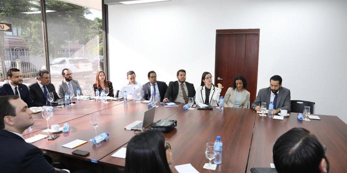 COMPETITIVIDAD muestra plan de acción a importantes firmas de abogados