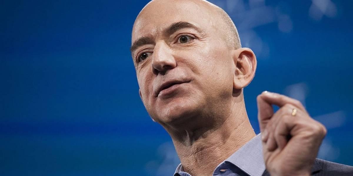 Jeff Bezos, debuta como el hombre más rico del mundo, según Forbes